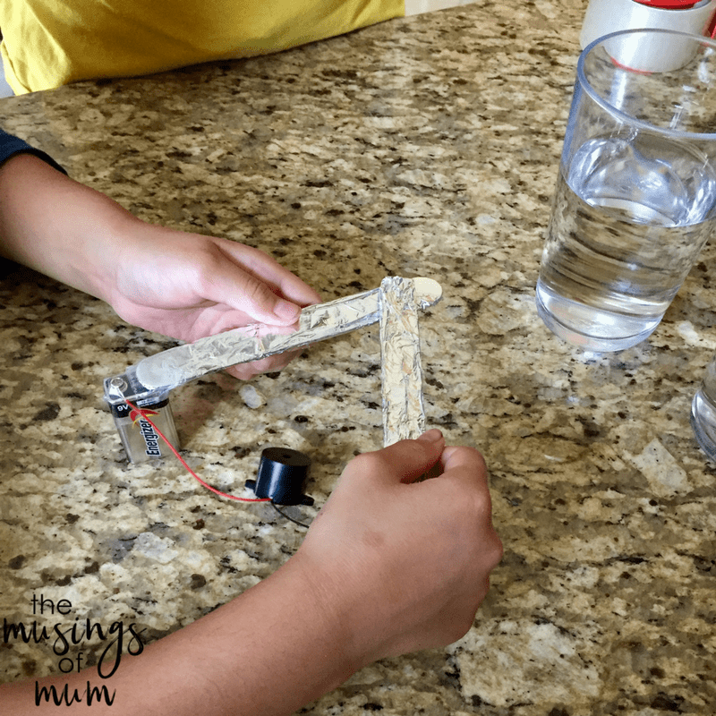 Salt Water Conductor : Salt water conductivity experiment to explore currents and